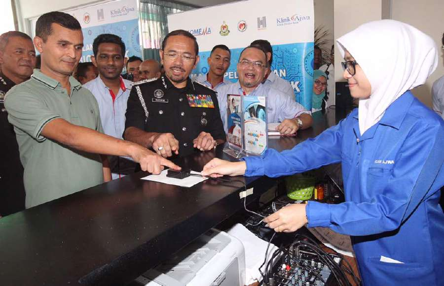 """This biometric system is the best way to keep track and it is also very unlikely to be hacked. With it in place, we can easily monitor and deport those who fail the Fomema screening at an early stage,"" Immigration Department director-general Datuk Seri Mustafar Ali said at the system's soft launch by Fomema at Klinik Ajwa in Section 7, here today. Pic by NSTP/INTAN NUR ELLIANA ZAKARIA"