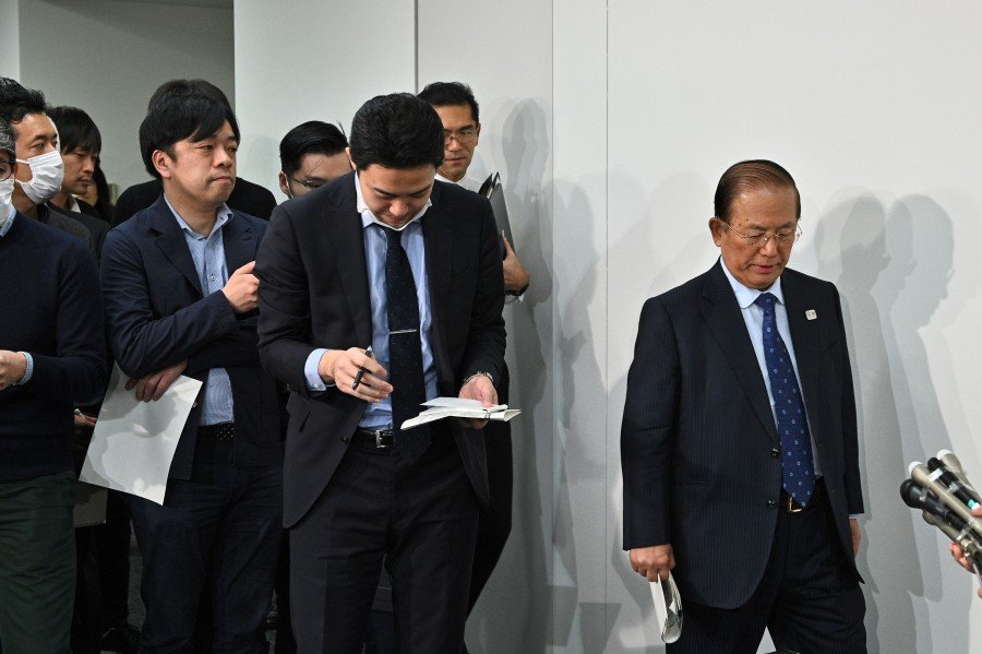 Chief executive officer of the Tokyo 2020 Olympics, Toshiro Muto (right) arrives for a media briefing in Tokyo. -AFP