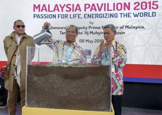 Deputy Prime Minister Tan Sri Muhyiddin Yassin launches Malaysia Pavilion at the World Expo Milano 2015 in Milan, Italy. Also present are Minister of International Trade and Industry Datuk Seri Mustapa Mohamed and Minister of Tourism and Culture Mohamed Nazri Abdul Aziz. Bernama Photo