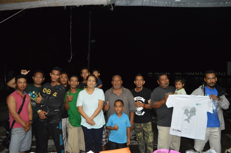 Dr Leela Rajamani from USM with community members in Pulau Sibu, Johor, part of a focus group on the conservation of dugong and seagrasses.