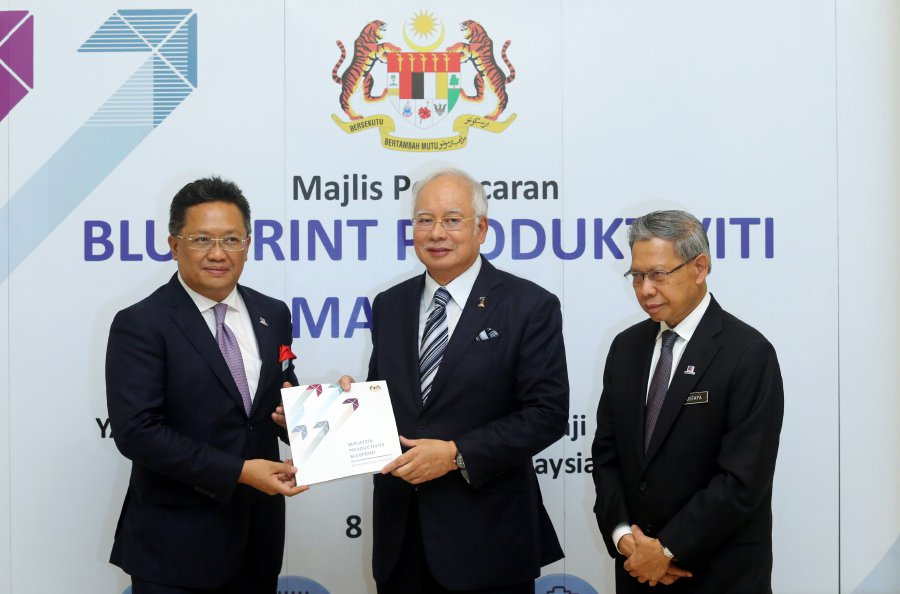 Najib rolls out malaysia productivity blueprint new straits times prime minister datuk seri najib razak centre at the launch of malaysia productivity blueprint in putrajaya with him are minister in the prime ministers malvernweather Gallery