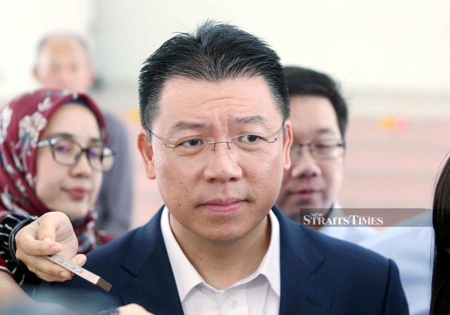 """(File pic) Bukit Aman will call up DAP Perak chairman Nga Kor Ming tomorrow to record his statement in connection with a posting on the """"Nga Kor Ming Super Fans"""" Facebook page which allegedly insulted the Sultan of Selangor Sultan Sharafuddin Idris Shah. (NSTP/MUHAIZAN YAHYA)"""