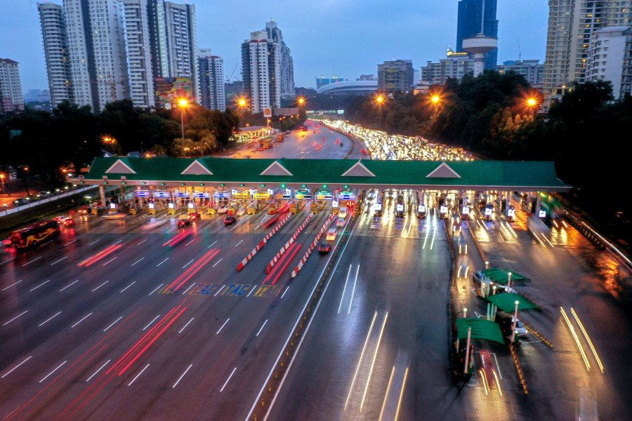 The 18 per cent toll rates cut at all PLUS highways for passenger vehicles will start as early as Feb 1. --BERNAMA