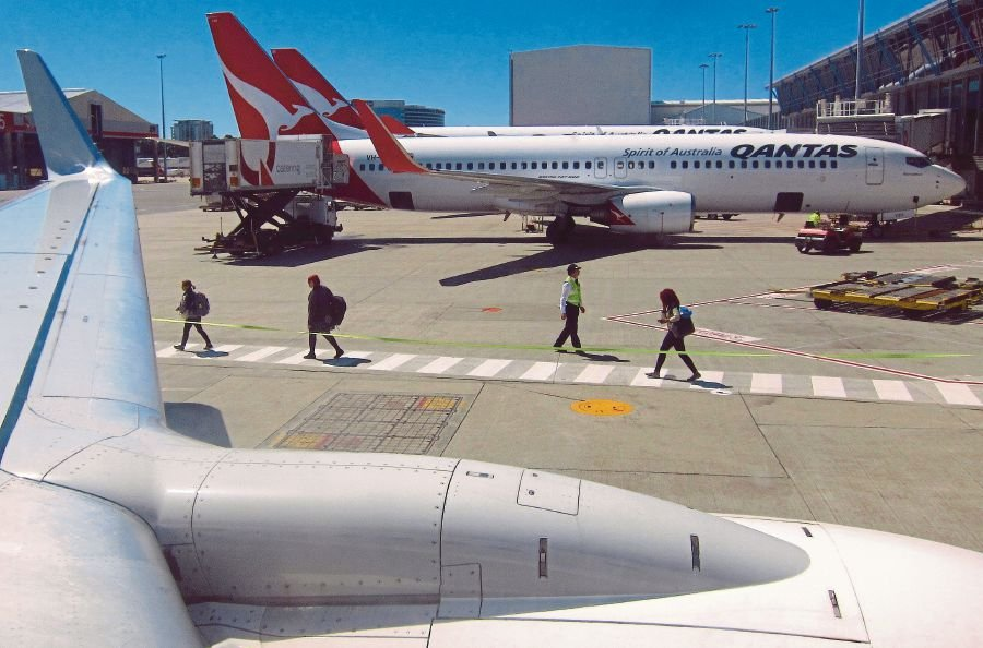 Australia's Qantas bans Qataris on flights to Dubai | New