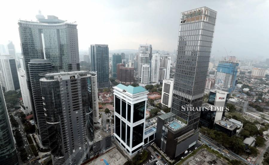 (File pic) The selling activity by foreign investors on Bursa Malaysia gained pace last week with RM408.5 million net of local equities last week compared to RM237.2 million net sold in the preceding week. Pic by NSTP/Mohamad Shahril Badri Saali