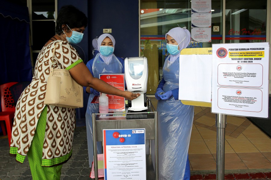About 10 million masks will be imported from China and will be distributed to all Malaysians who need it. -BERNAMA pic