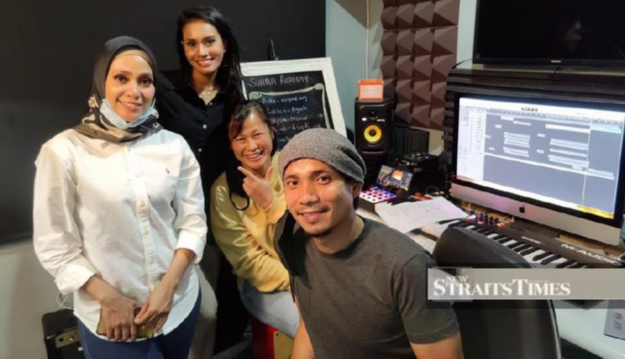 Mark Adam with part of the team that worked on the new single, Bawakan Cahaya. (Picture courtesy of PWS)