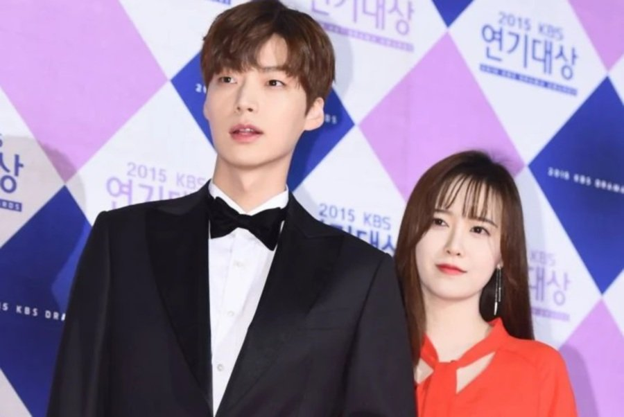 Ahn Jae Hyun (left) and Ku Hye Sun. (Picture from Koreaboo)