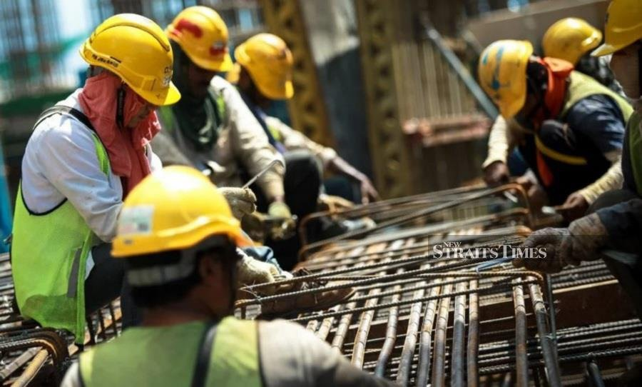 The Malaysian Employers Federation recently estimated that there are nearly 3.3 million undocumented foreign workers against 2.2 million documented foreign employees in Malaysia, in addition to about 180,000 refugees. – File pic