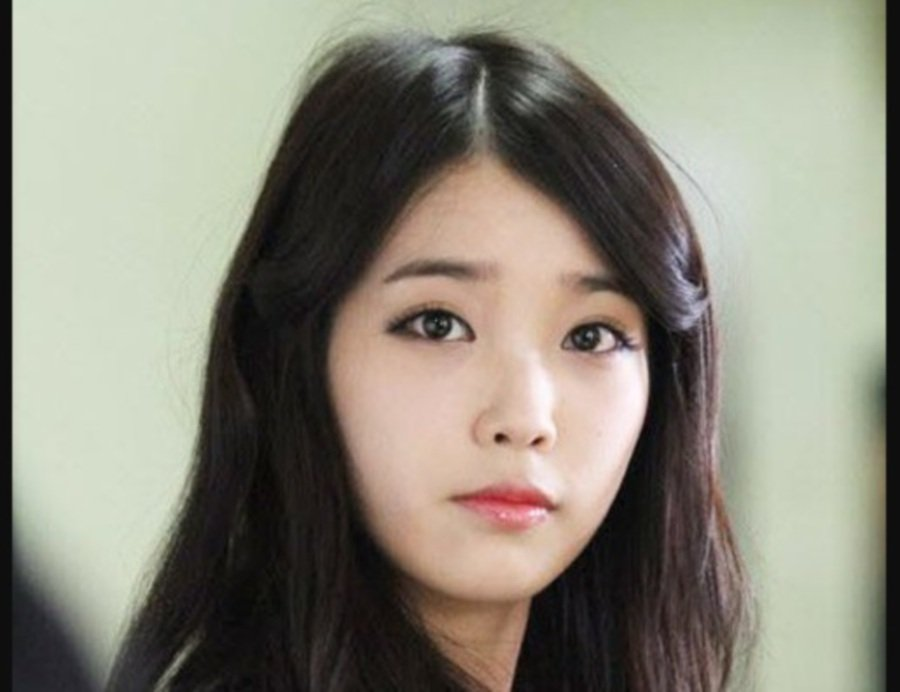IU (Picture from Koreaboo)