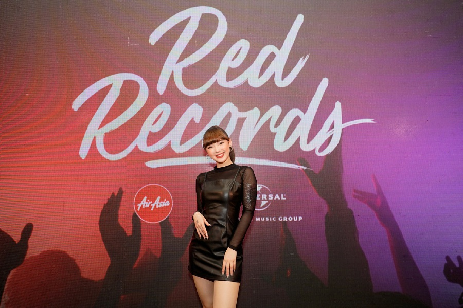 Young Thai talent Jannine Weigel is new label RedRecords' first music artiste. (Picture courtesy of UMG)