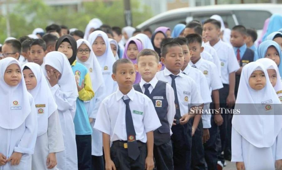 With the cancellation of public examinations announced yesterday, parents are making sure that children's learning still continues during the MCO. – NSTP/File pic