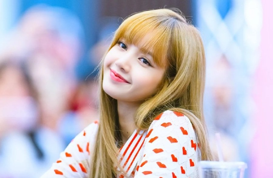Showbiz: BlackPink's Lisa sets new record on her birthday! | New