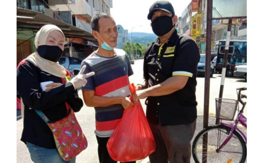 Seniman and Profima have made the effort to distribute daily necessities to its members whose jobs have been affected during these challenging times. (Picture courtesy of Seniman)