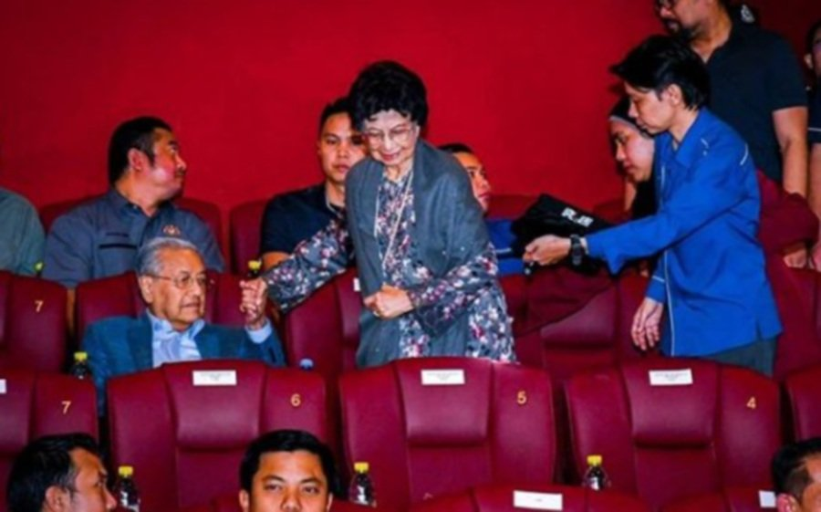 Dr M and Dr Siti Hasmah at a recent screening of Ejen Ali The Movie (Pic from Instagram, @chedetofficial)
