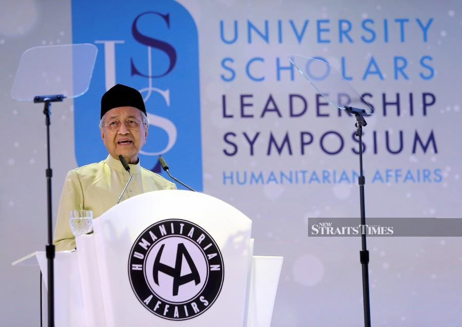 Prime Minister Tun Dr Mahathir Mohamad delivers his speech during the launch of 2019 10th University Scholars Leadership Symposium at Setia City Convention Centre. -NSTP/Saddam Yusoff