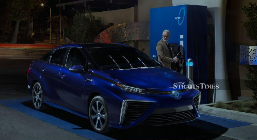 Hydrogen-powered cars can be refuelled as quickly as petrol-based cars.