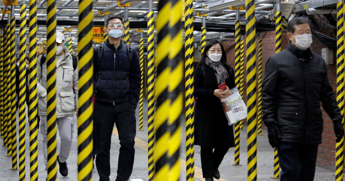 China sees drop in new virus cases, but more deaths abroad