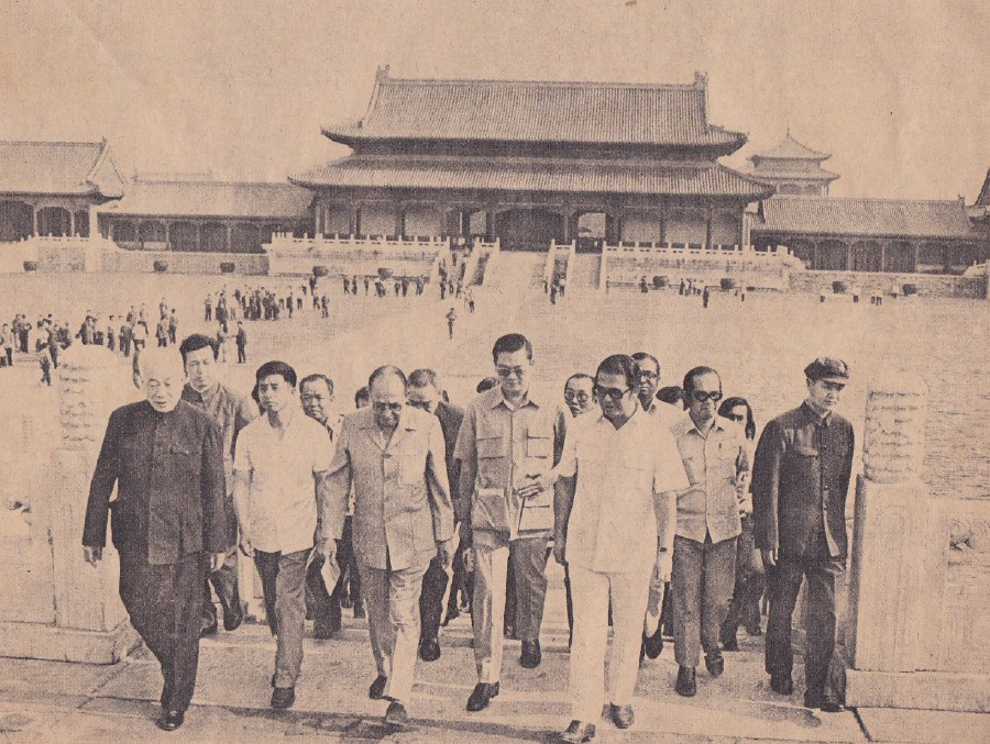 Tun Abdul Razak and his entourage visited the Forbidden Palace Museum.