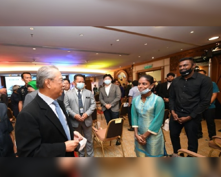 Sugu Pavithra a youtuber, she met the Prime Minister for the first time today. -BERNAMA pic