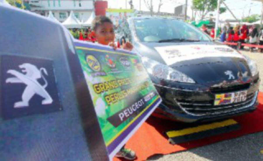 9-year-old-wins-peugeot-in-perlis-marathon-2017-lucky-draw