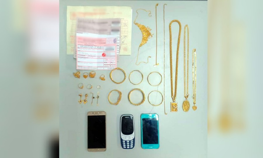 There they seized various items, which included a Samsung zip bag, a necklace, two chains, three chains with pendants, six bracelets, seven rings, two pairs of earrings, three pawn shop receipts, a sales receipt, a butterfly design bag, a car design bag, two plastic containers with the word 'Kedai Emas Anuar' written on them, two Samsung cell phones, and a Nokia cell phone. -NSTP/Courtesy of Police