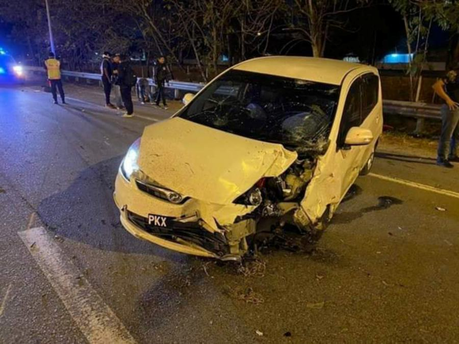 A motorcyclist was killed while a pillion rider was seriously injured when a car rear-ended the motorcycle they were on at Km140.2 of the North-South Expressway (NSE), northbound, at the exit to Perai. - Pic source: Facebook/PenangKini