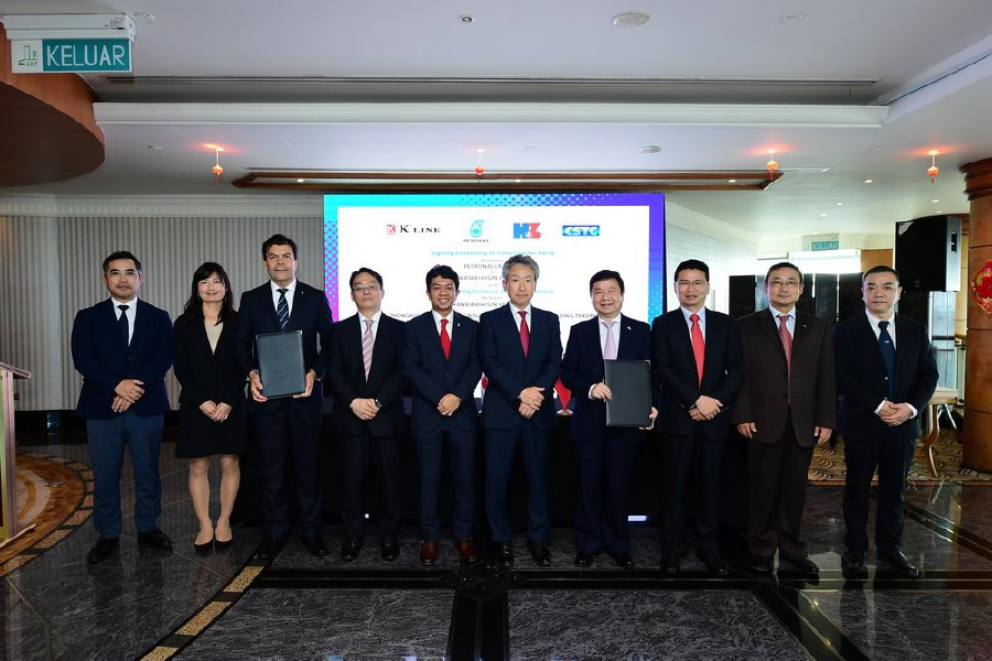 Petronas' subsidiary Petronas LNG Ltd recently signed a 12-year time charter party with a Japanese shipowner Kawasaki Kisen Kaisha Ltd for two midsized new build LNG vessels.