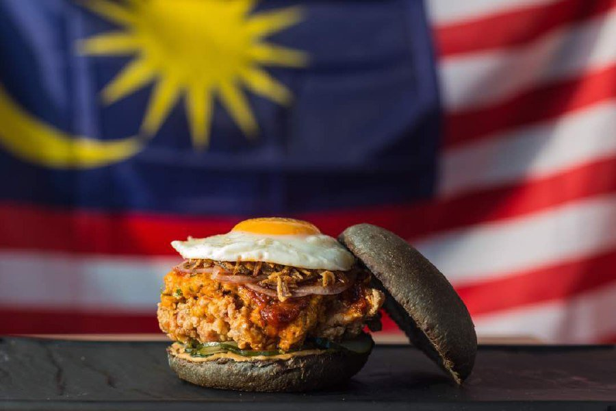 The much awaited burger will be launched this Friday. However, only a limited number of burgers would be prepared; 100 burgers per outlets across myBurgerLab's four outlets (Seapark, OUG, Sunway and Cyberjaya). Pix from myBurgerLab's Twitter