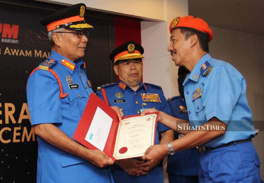 """""""The government has also provided an allocation, which is not much, but enough to bring back the Malaysian students who are still stranded,""""  Datuk Seri Mohd Redzuan Yusof  (left)  told reporters at a programme with Zone 5 Civil Defence Force (APM), which is made up of Kelantan, Terengganu and Pahang,  today. - NSTP/ NIK ABDULLAH NIK OMAR"""