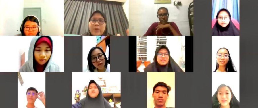Nur Afiqah Affandi (first row, second from left) and Jessica Thevamalar Rummy (first row, third from left) conducting a video conference with Form Five students on their well-being and preparedness to participate in e-learning.