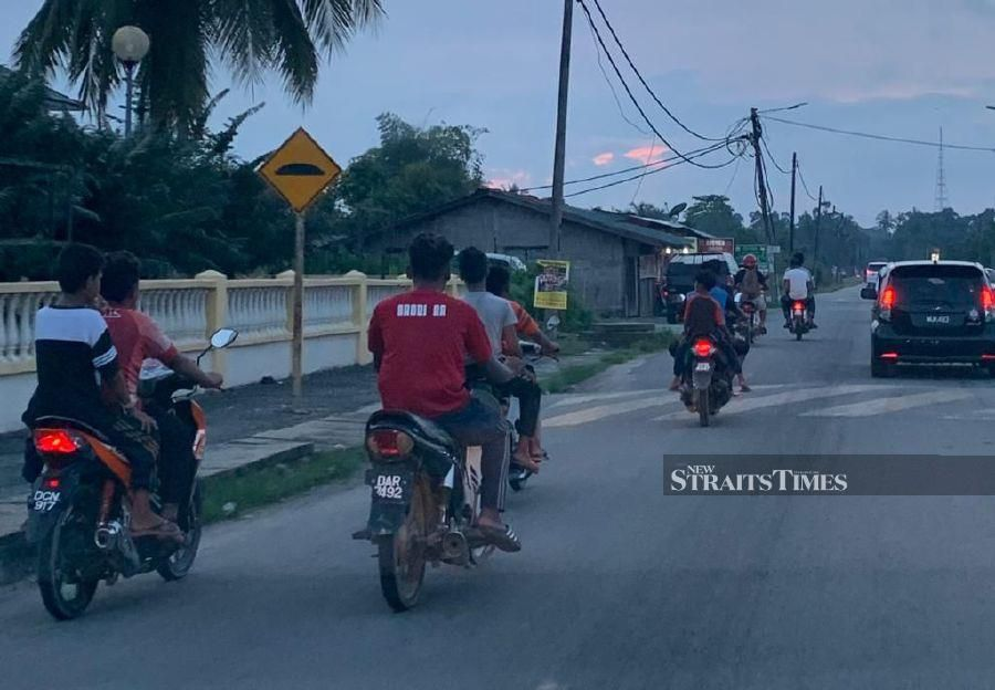 """""""Some teenagers in the state might not realise that not wearing helmets when riding a motorcycle is an offence."""" NSTP/SHARIFAH MAHSINAH ABDULLAH"""