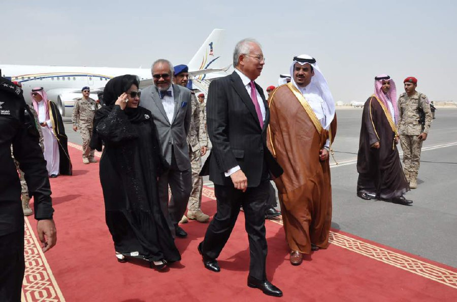 Arab Islamic countries , U.S. pledge to stand united in fighting terrorism