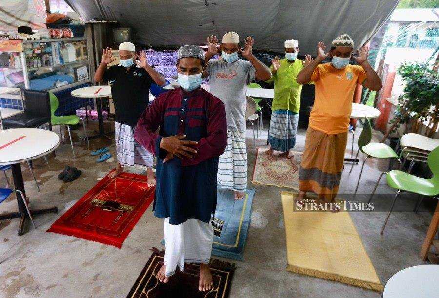 Foreign workers, barred from visiting mosques, perform Aidiladha prayers in Taman Setiawangsa, Kuala Lumpur. NSTP/FATHIL ASRI