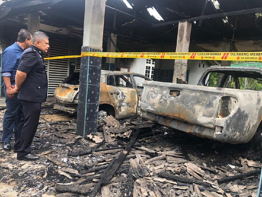 District police chief Superintendent Abdul Rashid Daud inspecting the damage caused by the fire. - NSTP/Nor Fazlina Abdul Rahim