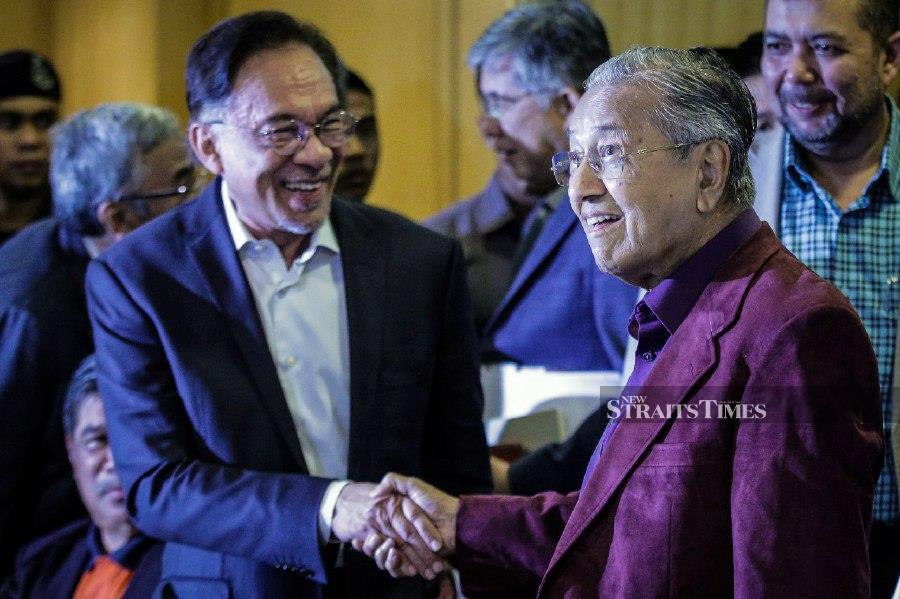 Prime Minister Tun Dr Mahathir Mohamad shakes hand with PKR president Datuk Seri Dr Anwar Ibrahim at a press conference after chairing the Pakatan Harapan Presidential Council meeting at Perdana Leadership Foundation Building in Putrajaya. - NSTP/Mohd Fadli Hamzah
