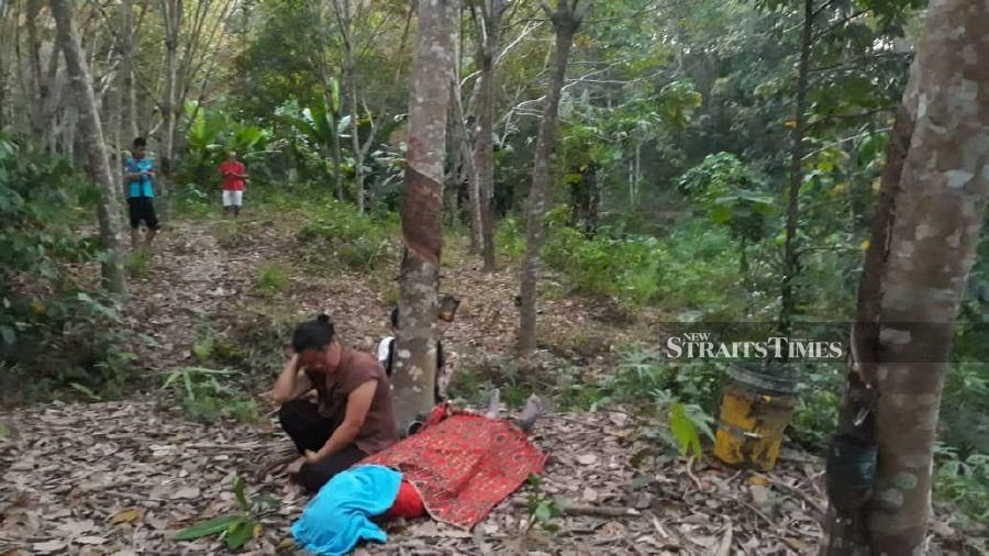 A father of five who failed to pick up his children from a school here was found hanging from a rubber tree, on Friday. - NSTP/ JUWAN RIDUAN