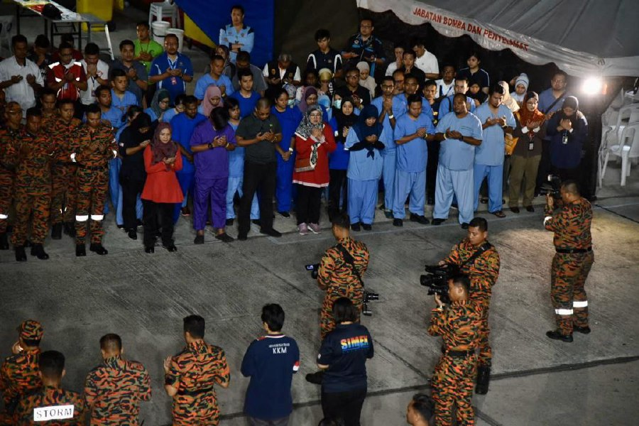 Officials praying ahead of the arrival of the Malaysians evacuated from Wuhan, China. - Pic courtesy of Health Ministry