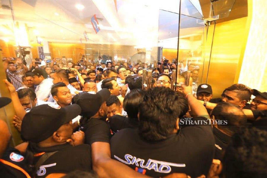 The commotion took place at the entrance of the hall at the Opening Ceremony of the National Congress of Justice (AMK) 2019 at the Malacca International Trade Center (MITC), Ayer Keroh. -NSTP / RASUL AZAD SAMAD