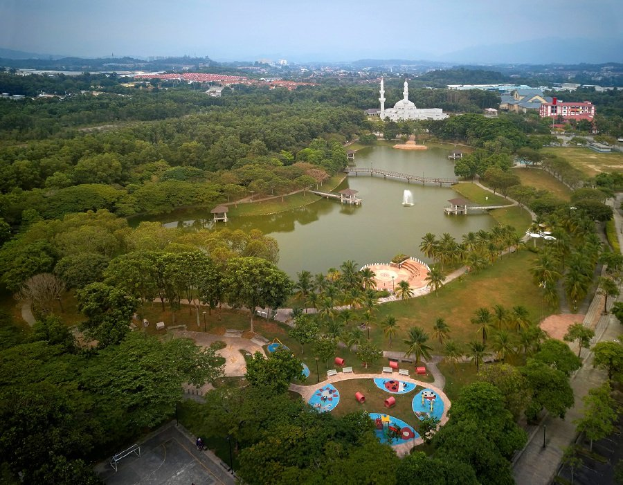 The township has a 1.6ha lake as the park's centrepiece that serves to cool down its surroundings while offering a scenic background. - Pix courtesy of IJM Land
