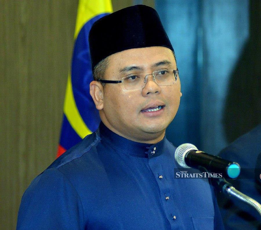 Menteri Besar Datuk Seri Amirudin Shari said the initiatives include a deferral on land tax payments, benefits for frontline workers fighting the virus, as well as incentives for licensed traders and hawkers. STR/FAIZ ANUAR