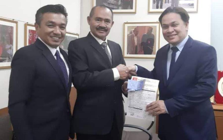 Former KRU member Datuk Norman Abdul Halim today handed in his Parti Pribumi Bersatu Malaysia (Bersatu) membership form. -- Photo taken from Abu Bakar Yahya's Facebook page