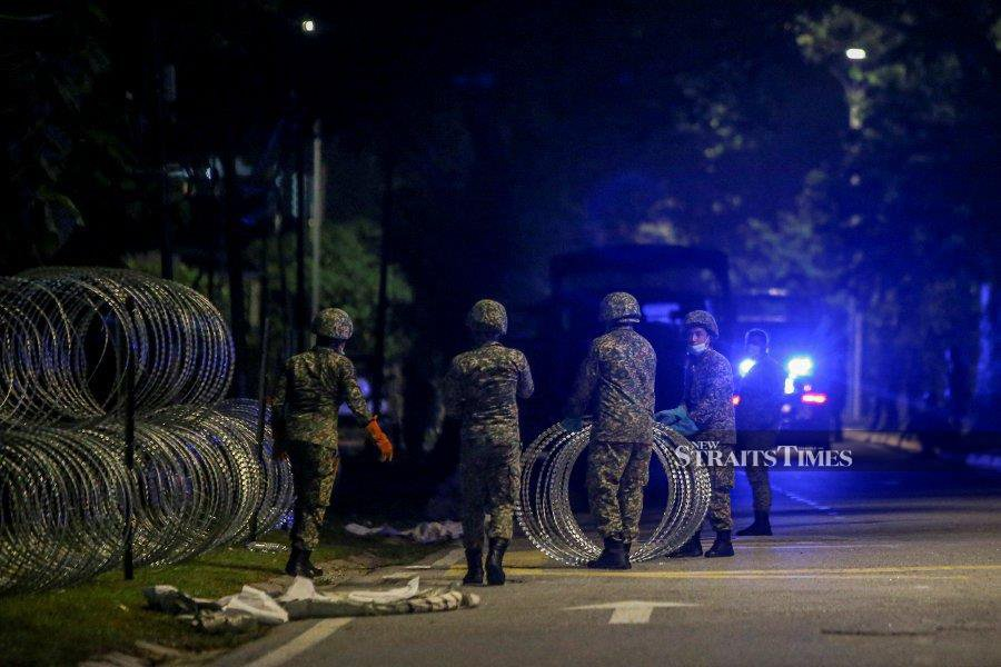 This May 10, 2020 file pic  shows, security official fixing barbed wires in Petaling Jaya after they implementation of CMCO. -NSTP/OSMAN ADNAN