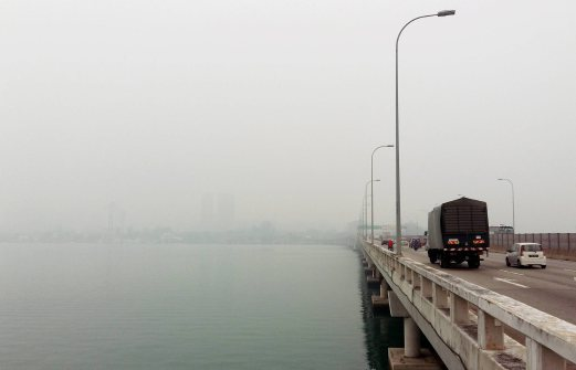 Hardly can be seen: The view of George Town from the Penang bridge as the haze thickens. Pix by Rosli Ahmad