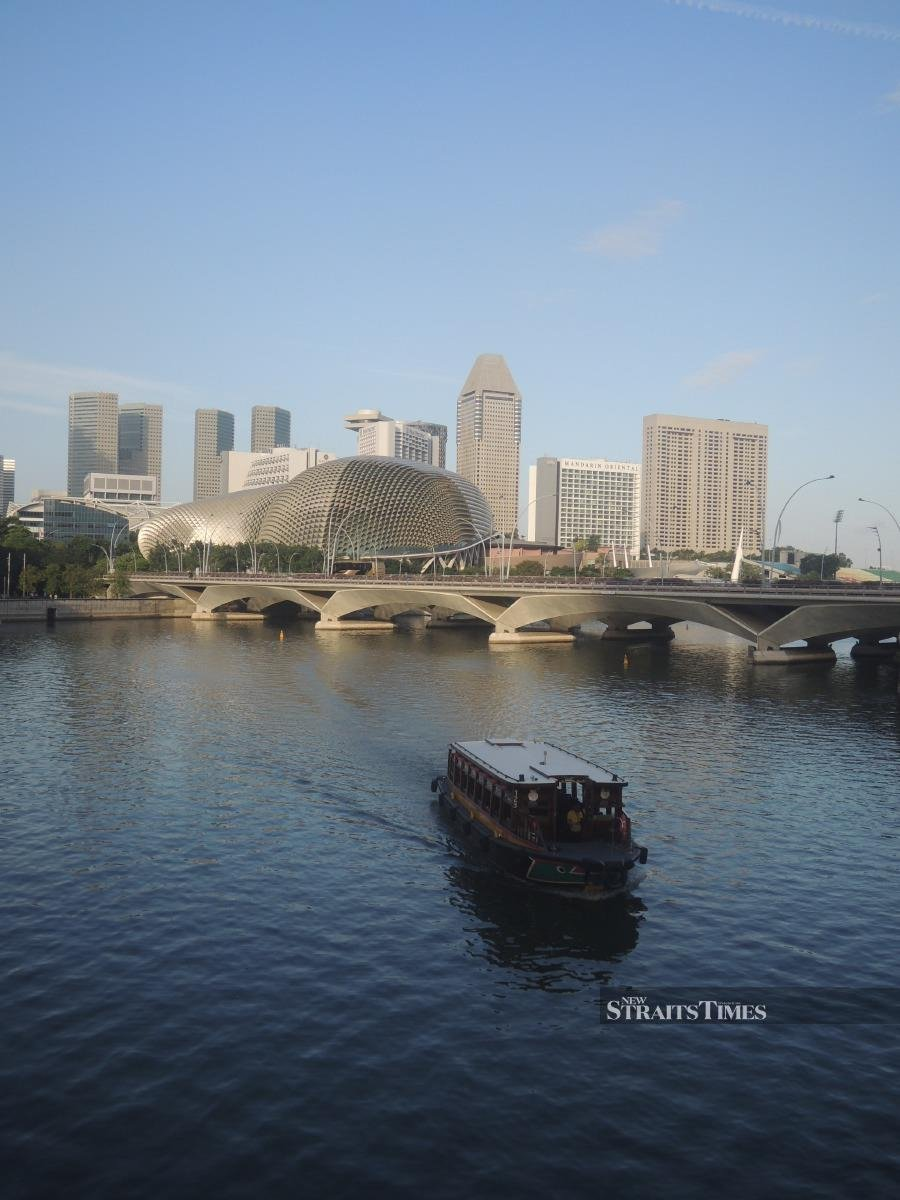 A boat travelling up the Singapore River.