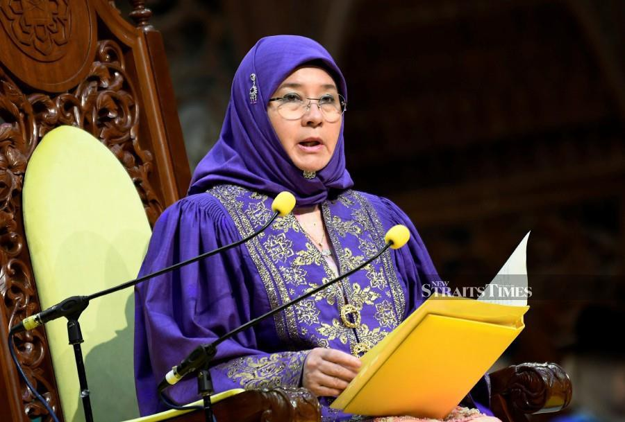 Raja Permaisuri Agong Tunku Azizah Aminah Maimunah Iskandariah also urged the graduates to prepare themselves in facing challenges that include social, cultural, political, economic, spiritual and civilisational realms. (BERNAMA)