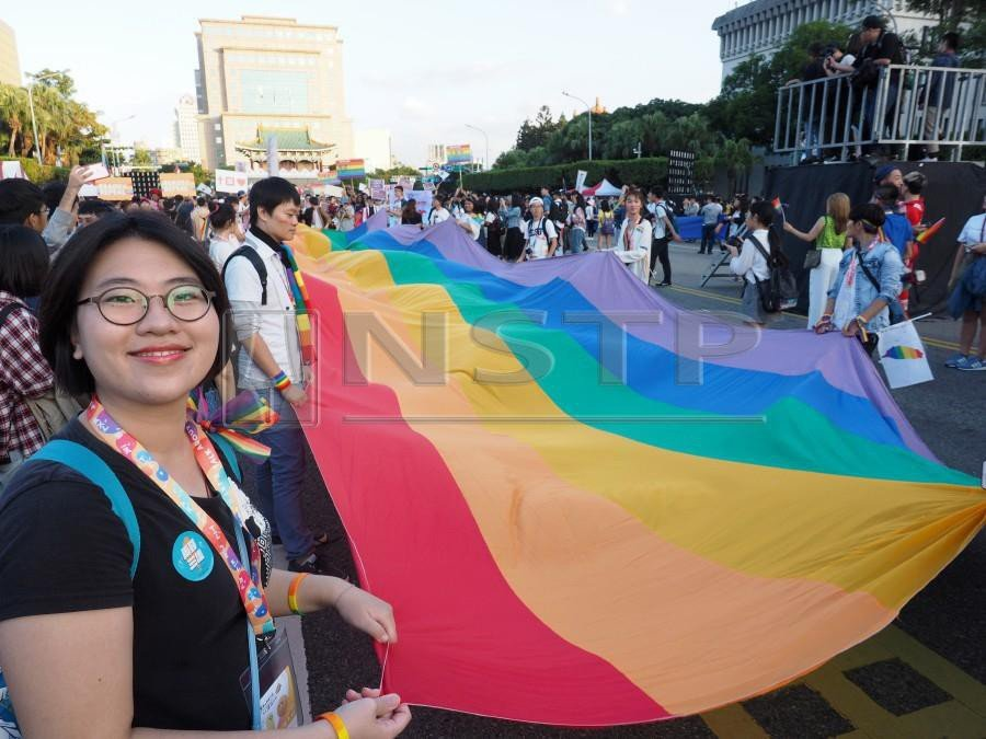 Participants display a rainbaw flag during the 2018 Taipei Gay Pride March in Taipei, Taiwan, 27 October 2018. LGBT activists called the voters to support the LGBT right to marry in the 24 November 2018 local elections that will also have several referendums regarding marriage equality. EPA