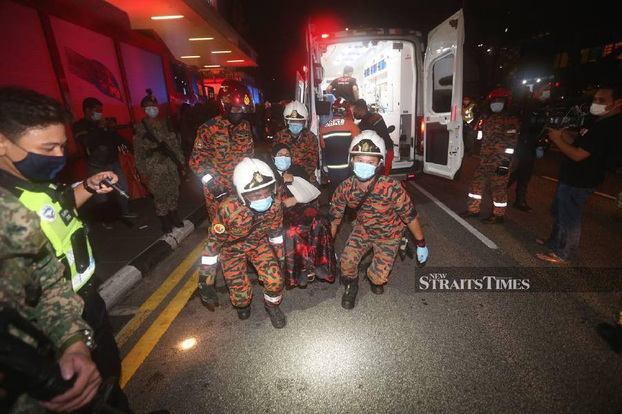 Kuala Lumpur Fire and Rescue Department director Nordin Pauzi said the accident occurred in the middle of a narrow tunnel, making it difficult for the rescue team to retrieve victims. - NSTP/ASWADI ALIS.