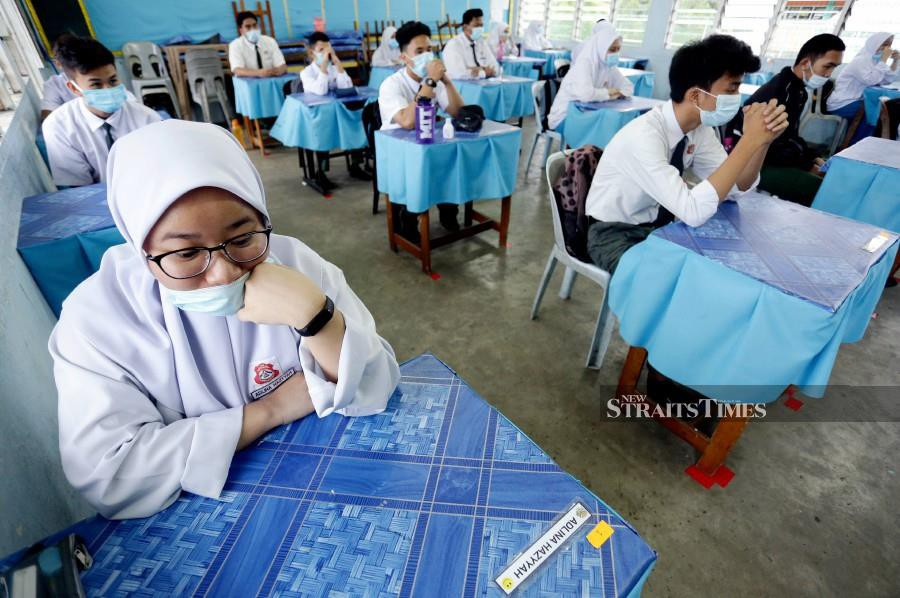 Teachers, staff, contract workers, security guards and canteen workers should serve as role models for schoolchildren who are about to familiarise themselves with standard operating procedures (SOP) in schools. – NSTP file pic