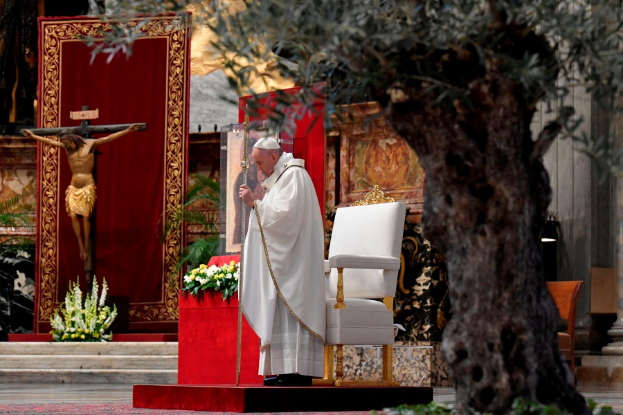 Pope calls for global unity to tackle coronavirus